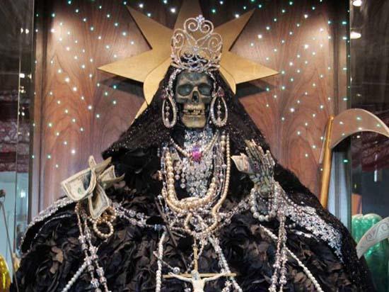 Santa Muerte oscuridad