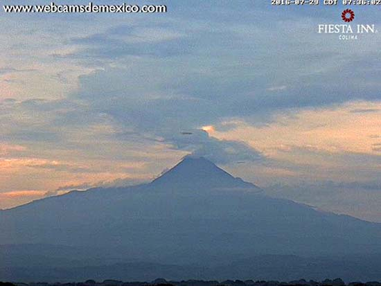 Dos enormes ovnis volcán de Colima