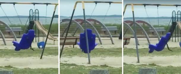 fantasma parque infantil - Un padre graba en vídeo un fantasma en un parque infantil