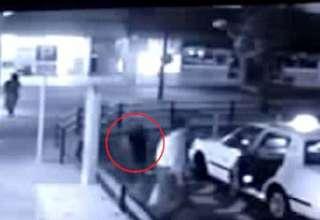 fantasma taxi 320x220 - Aterradorvídeomuestra un fantasma entrando en un taxi