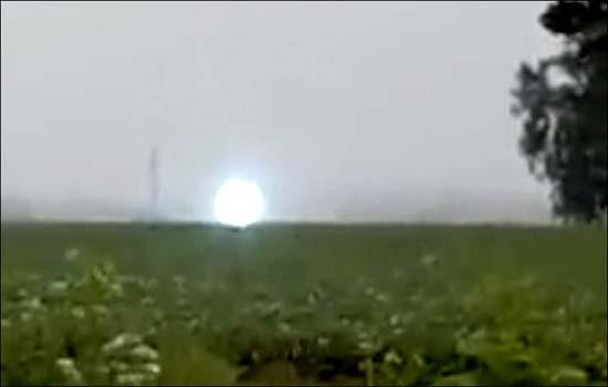 esfera de luz controlada extraterrestres - Varios testigos ven una enorme esfera de luz controlada por extraterrestres