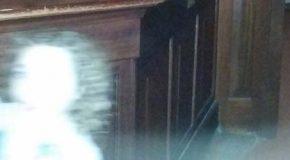 Una mujer toma en un museo la mejor fotografía de un fantasma de los últimos tiempos