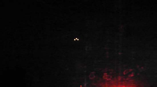 ovni triangular condado estados unidos - Graban un OVNI triangular con tres luces brillantes sobre un condado de los Estados Unidos