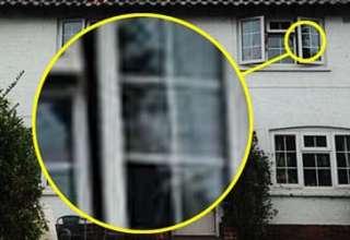 cara madre muerta 320x220 - Mujer británica fotografía la cara de su madre muerta mirando por la ventana de su casa