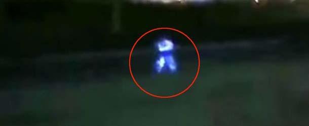 Trabajadores de una estación de servicio persiguen una criatura extraterrestre en Perú