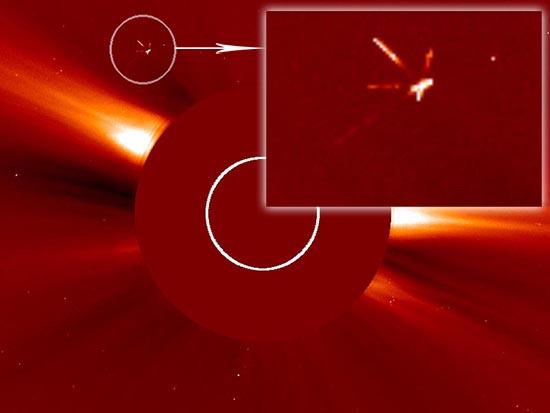enorme ovni sol - Imágenes de la NASA muestran un enorme OVNI con cuatro brazos drenando la energía del Sol