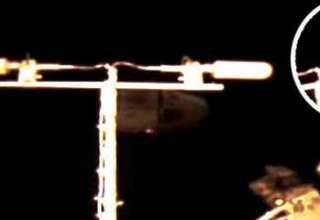 enormes ovnis estacion espacial internacional 320x220 - Aparecen dos enormes ovnis cerca de la Estación Espacial Internacional