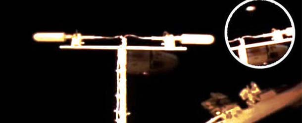 enormes ovnis estacion espacial internacional - Aparecen dos enormes ovnis cerca de la Estación Espacial Internacional