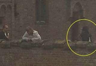 fantasma mujer castillo siglo 15 320x220 - Fotografía muestra el fantasma de una mujer en un castillo del siglo 15