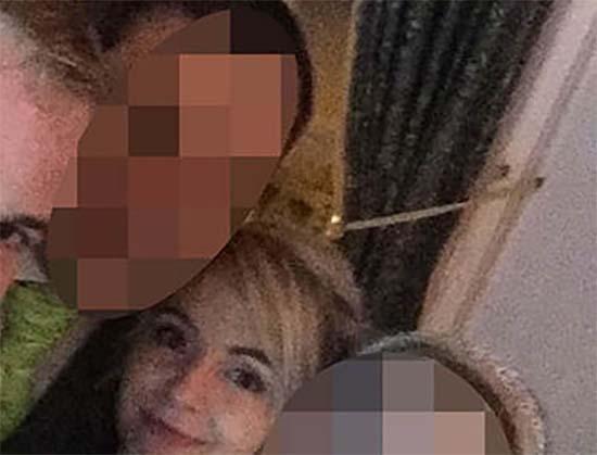 fantasma reina britanica selfie nupcial - El fantasma de una reina británica aparece en un selfie nupcial