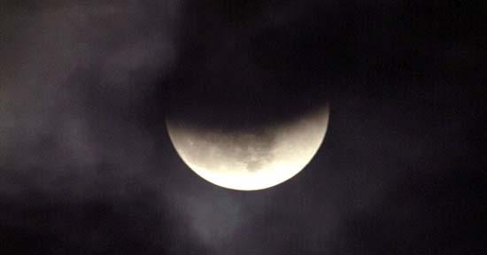 luna negra - ¿Se cumplirán las profecías apocalípticas con la Luna negra de este viernes?