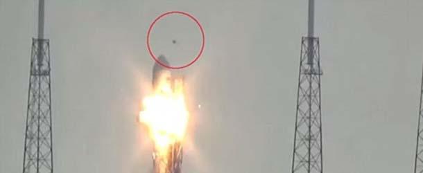 Un OVNI destruye un cohete Falcon 9 de SpaceX justo antes de la prueba de lanzamiento en Cabo Cañaveral