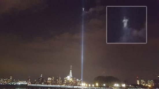 ser angelical sobre world trade center - Fotógrafo capta un ser angelical sobre lo que fue el World Trade Center de Nueva York