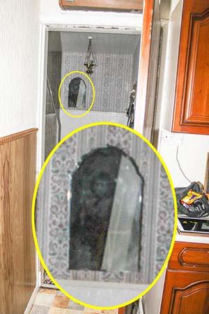 fantasma del monje negro de pontefract - Fotografían por primera vez el fantasma del Monje Negro de Pontefract en una casa de Inglaterra