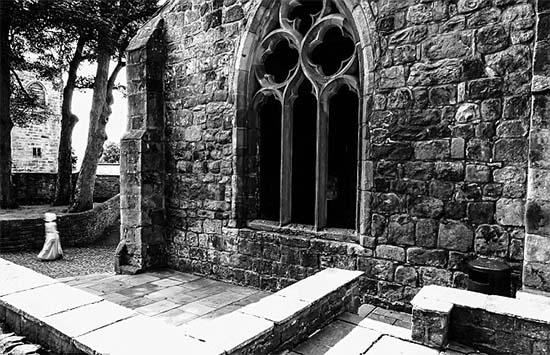 Figura fantasmal en un castillo de Inglaterra