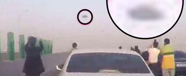 ovni china - Cientos de conductores entran en pánico al ver un enorme OVNI sobre una autopista de China