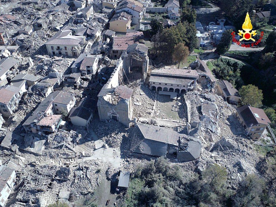 gran colisionador hadrones terremotos en italia - Experimentos del Gran Colisionador de Hadrones han provocado los recientes terremotos en Italia