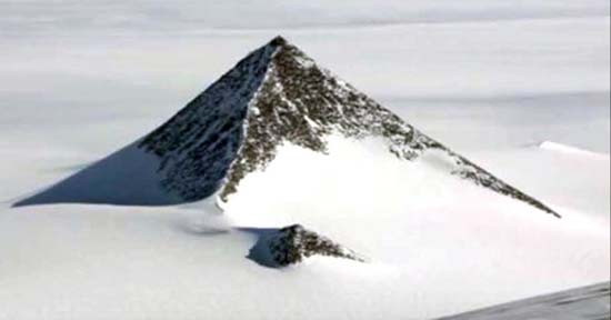 piramides en la antartida - Descubren tres pirámides en la Antártida a través de Google Earth