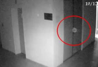 orbe fantasmal campo concentracion 320x220 - Cámaras de seguridad captan un orbe fantasmal flotando en antiguo campo de concentración soviético