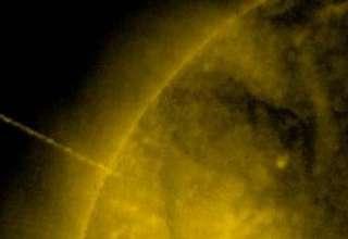 ovni absorbiendo energia del sol 320x220 - Imágenes de la NASA muestran un enorme OVNI absorbiendo la energía del Sol