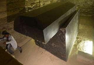 ataudes piramide guiza extraterrestre 320x220 - Investigadores aseguran que los misteriosos ataúdes descubiertos cerca de la pirámide de Guiza son de origen extraterrestre
