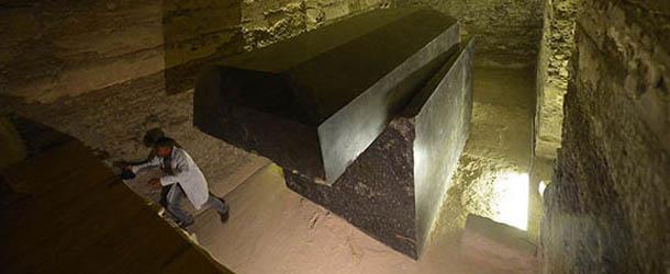 Investigadores aseguran que los misteriosos ataúdes descubiertos cerca de la pirámide de Guiza son de origen extraterrestre