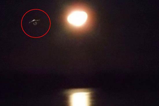 ovni star trek - Escéptico fotografía un OVNI en forma de nave de Star Trek sobre una isla canadiense