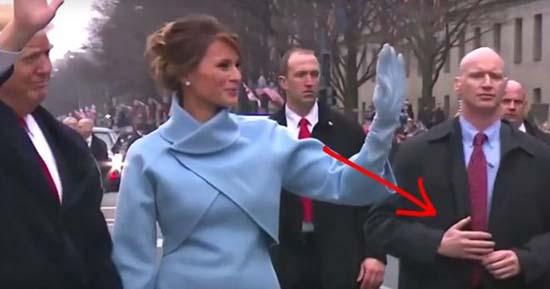 reptiliano donald trump - Vídeo muestra un guardaespaldas reptiliano protegiendo a Donald Trump durante el desfile inaugural