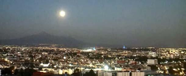 Extraño OVNI surge del interior del volcán Popocatépetl en México