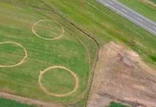 extranos circulos argentina 320x220 - Científicos desconcertados por la aparición de extraños círculos en un campo de Argentina