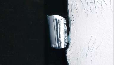 base extraterrestre iceberg 384x220 - Descubren una base extraterrestre en forma de iceberg cerca de la costa antártica