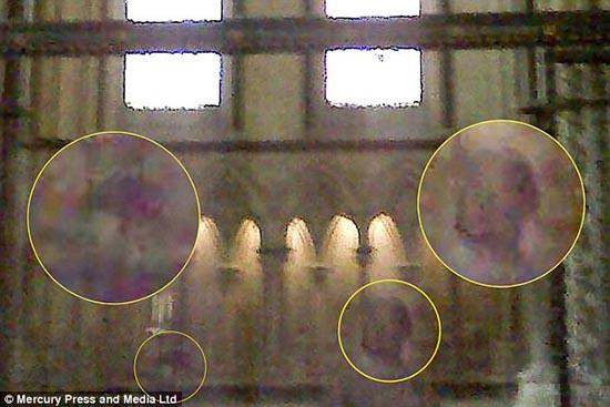fantasma un nino madre - Fotografían el fantasma de un niño con su madre en la catedral inglesa de Lincoln