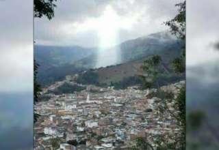 figura de jesus ciudad colombiana 320x220 - Figura de Jesús aparece sobre una ciudad colombiana después de un desastre natural