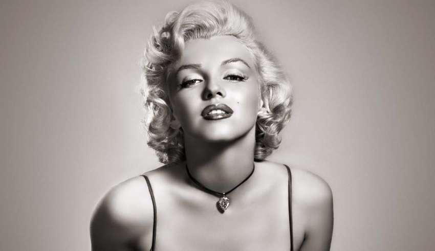 marilyn monroe extraterrestres 850x491 - Nuevo documental afirma que Marilyn Monroe fue asesinada porque estaba a punto de revelar la verdad sobre los extraterrestres