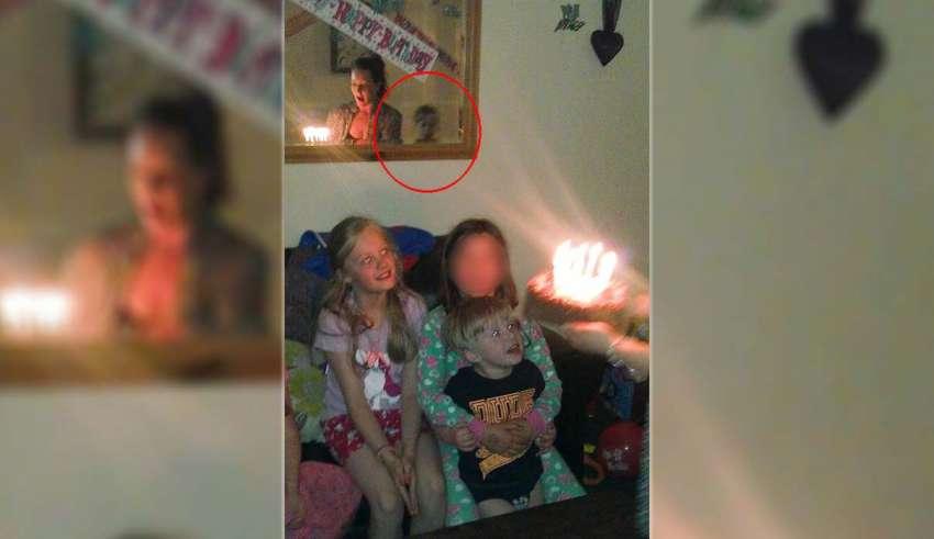 fantasma de un nino 850x491 - Fotografían el fantasma de un niño durante un cumpleaños