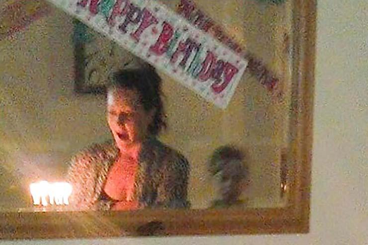 fantasma nino cumpleanos - Fotografían el fantasma de un niño durante un cumpleaños