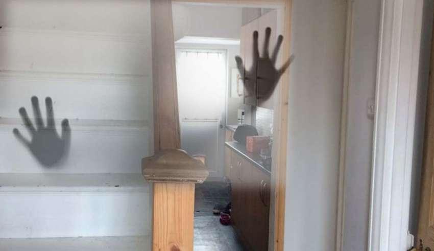 ninera casa embrujada 850x491 - Padres desesperados ofrecen 50.000 libras al año a una niñera dispuesta a trabajar en una casa embrujada