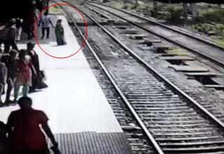 fantasma mujer tren 320x220 - Pasajeros aterrorizados dicen que el fantasma de una mujer desapareció después de saltar delante de un tren