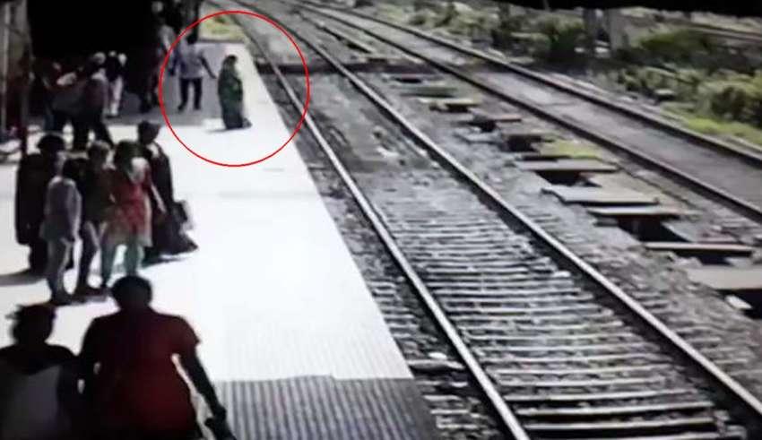 fantasma mujer tren 850x491 - Pasajeros aterrorizados dicen que el fantasma de una mujer desapareció después de saltar delante de un tren