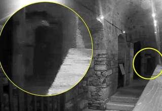 figura fantasmal carceles 320x220 - Matrimonio graba la macabra figura fantasmal de un hombre ahorcado en una de las cárceles más embrujadas del Reino Unido