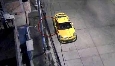misteriosa silueta peru 384x220 - Una cámara de seguridad capta una misteriosa silueta oscura en una calle de Perú el día de Navidad