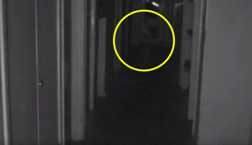 nino fantasma inglaterra 850x491 - Graban en vídeo a un niño fantasma en una mansión abandonada de Inglaterra