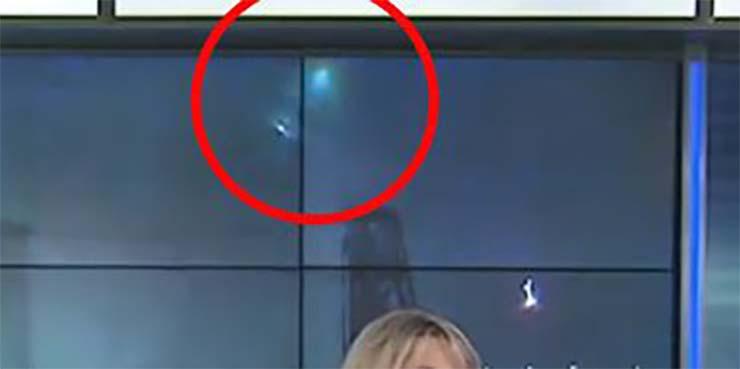 dos ovnis emision directo tv - Aparecen dos ovnis durante una emisión en directo en TV