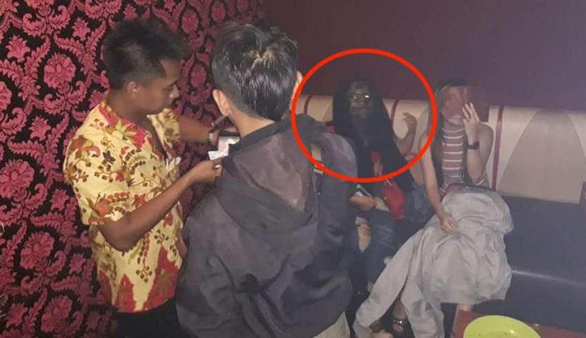 fantasma vampirico indonesia 850x491 - Escalofriante imagen muestra un fantasma vampírico durante una redada en un bar de Indonesia