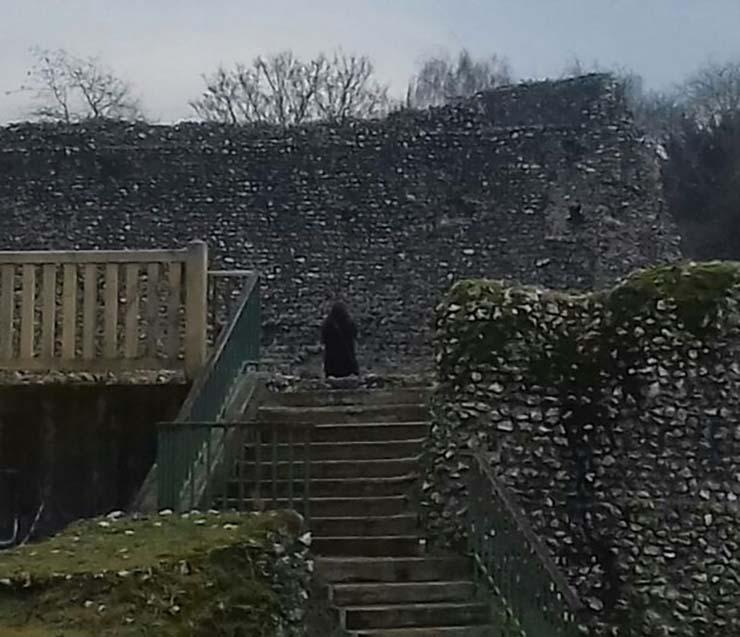 monje fantasmagorico castillo - Fotografían un monje fantasmagórico en un castillo de Inglaterra