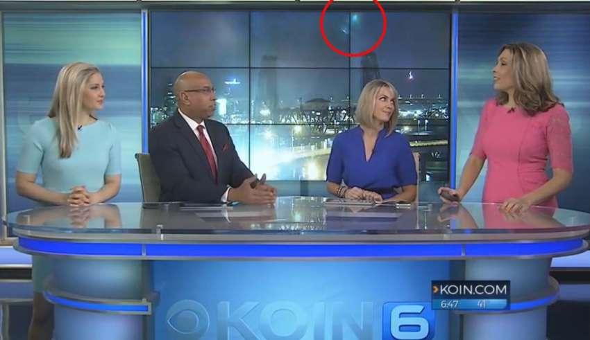 ovnis emision en directo tv 850x491 - Aparecen dos ovnis durante una emisión en directo en TV