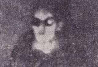 primera foto extraterrestre 320x220 - Periodista italiano divulga la primera foto de un extraterrestre tomada dentro de un OVNI