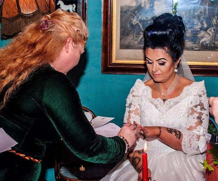 espiritu de un pirata muerto - Mujer irlandesa se casa con el espíritu de un pirata muerto del siglo XVIII