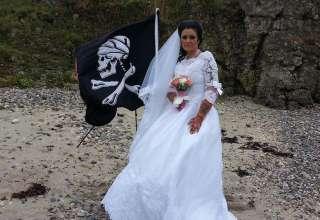 espiritu pirata muerto 320x220 - Mujer irlandesa se casa con el espíritu de un pirata muerto del siglo XVIII