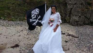 espiritu pirata muerto 384x220 - Mujer irlandesa se casa con el espíritu de un pirata muerto del siglo XVIII